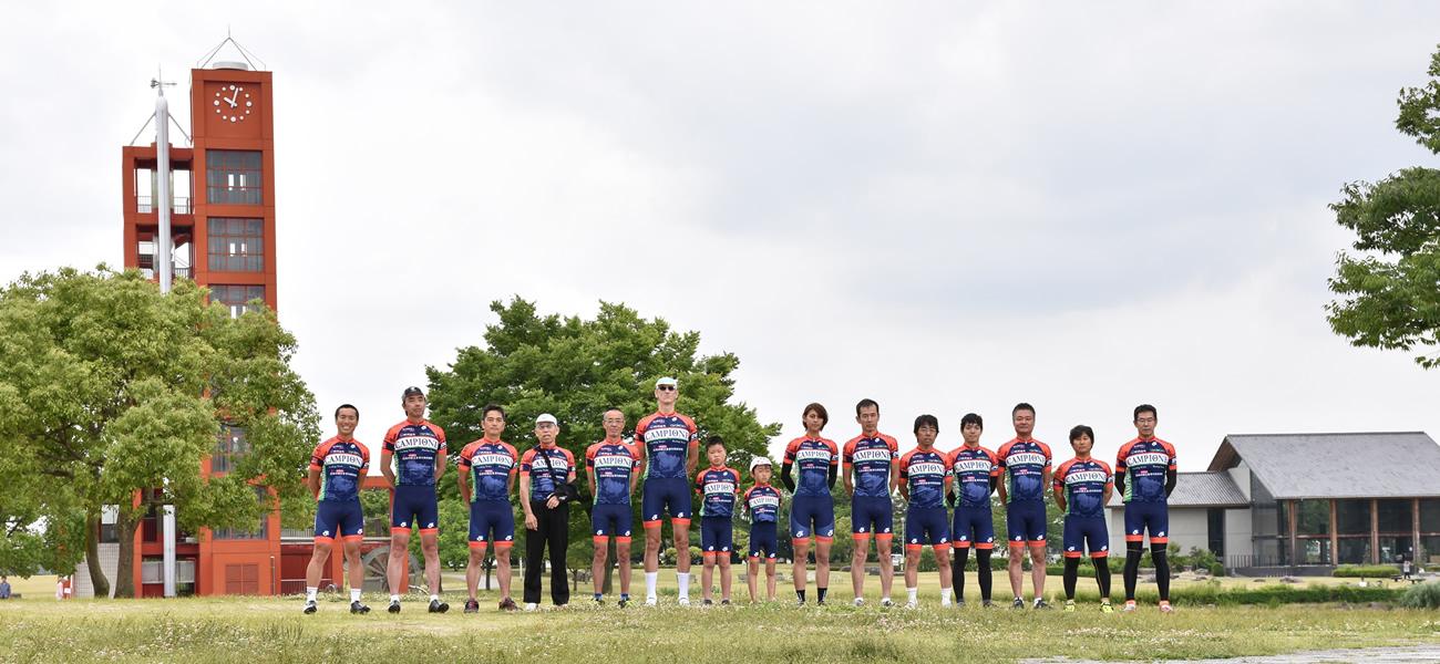 カンピオーネサイクリングチームの集合写真
